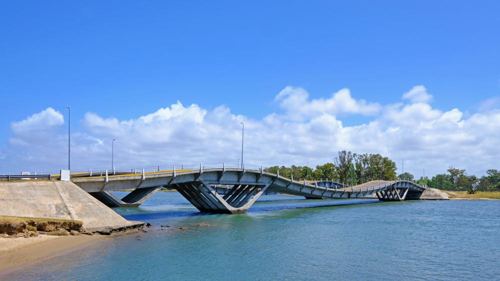 La Barra wavy bridge